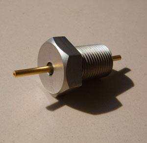 订货型号:KYF128-25-7  1、插座采用玻璃烧结结构 2、耐高温 350°、高密封 3、插针镀金、镀镍、镀银 4、绝缘电阻:250V、500MΩ 5、壳体表面喷砂或者哑光银灰色 6 适用于振动与加速度传感器连接器 7、参考标准:用户需求定制 8、接受用户定制特殊标准型号产品